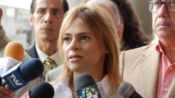 La abogada Ana Leonor Acosta señaló que el régimen de Nicolás Maduro buscar incriminar al periodista y dirigente político Roland Carreño.