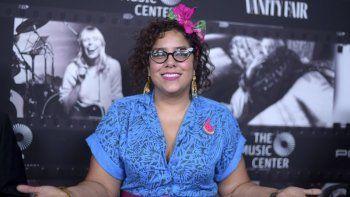 Marisol La Marisoul Hernández llega al evento JONI 75: A Birthday Celebration en Los Angeles el 7 de noviembre de 2018. La vocalista de La Santa Cecilia debuta el viernes como solista con el disco en vivo La Marisoul and The Love Notes Orchestra.