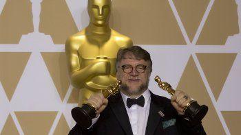 El cineasta mexicano Guillermo del Toro se alzó con el Oscar al mejor director y su filmeThe Shape of Water se llevó el premio a la mejor película.