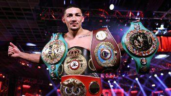 Cuatro cinturones de campeón mundial de los pesos ligero. Tres de ellos los consiguió luego de vencer por decisión unánime a Vasiliy Lomachenko, la noche del sábado 17 de octubre del 2020, en Las Vegas.