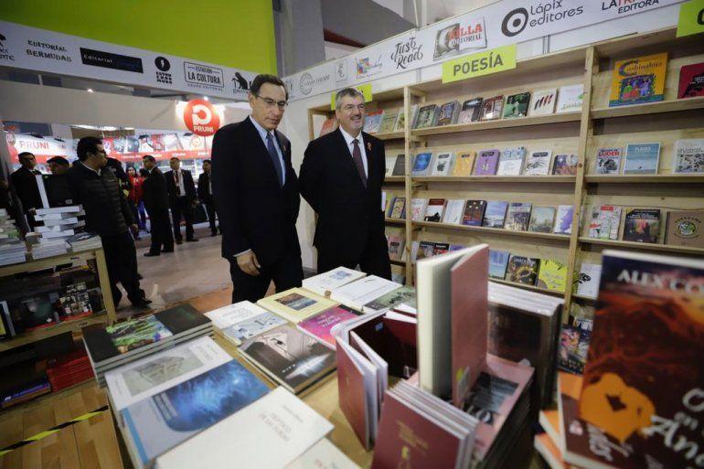 El ministro Luis Jaime Castillo participa en la ceremonia de inauguración de la 24ª Feria Internacional del Libro de Lima junto al presidente Martin Vizcarra C.