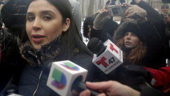 En esta fotografía de archivo del 12 de febrero de 2019, Emma Coronel Aispuro, esposa de Joaquín El Chapo Guzmán, sale de la corte federal en Nueva York.