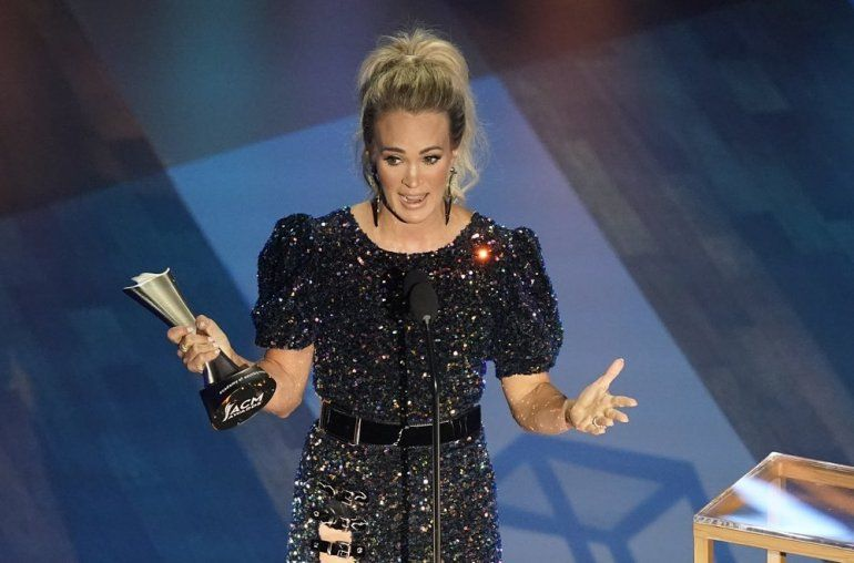 Carrie Underwood recibe el premio ACM al artista del año