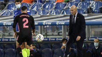 El entrenador del Real Madrid, Zinédine Zidane, aseguró que piensa cumplir su contrato y que no va a pedir nada a mayores, solo seguir trabajando