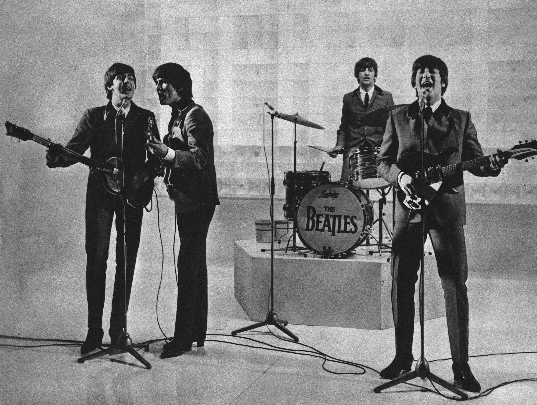 The Beatles dando un espectáculo en una fecha desconocida. McCartney asegura que Lennon fue el responsable de la separación de la banda.