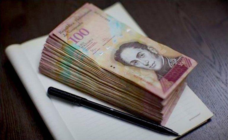 Un país sufre hiperinflación cuando la inflación alcanza 50% en un mes