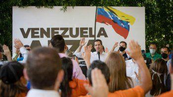 """El presidente encargado de Venezuela, Juan Guaidó, pidió a los asistentes """"incluir y vincular"""" a todos cuantos sean necesarios en la lucha por lograr el cambio que urge en el país caribeño."""