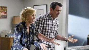 En esta imagen difundida por ABC, Julie Bowen, izquierda, y Ty Burrell en una escena de Modern Family. La popular serie de comedia llega a su fin este miércoles luego de 11 temporadas.