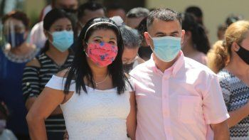 Las bodas masivas en Nicaragua cada 14 de febrero son promovidas por una emisora del régimen, pero cubierta con los impuestos de los contribuyentes, aunque la emisora insiste en conseguir elogios y agradecimiento para el dictador Daniel Ortega y su esposa Rosario Murillo.