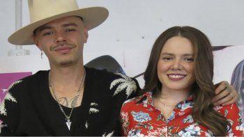 En esta fotografía del 10 de abril de 2018 los músicos mexico-estadounidenses Jesse, izquierda, y Joy, del dúo de hermanos Jesse & Joy, posan en la Ciudad de México. Joy anunció el nacimiento de su segundo hijo Nour.