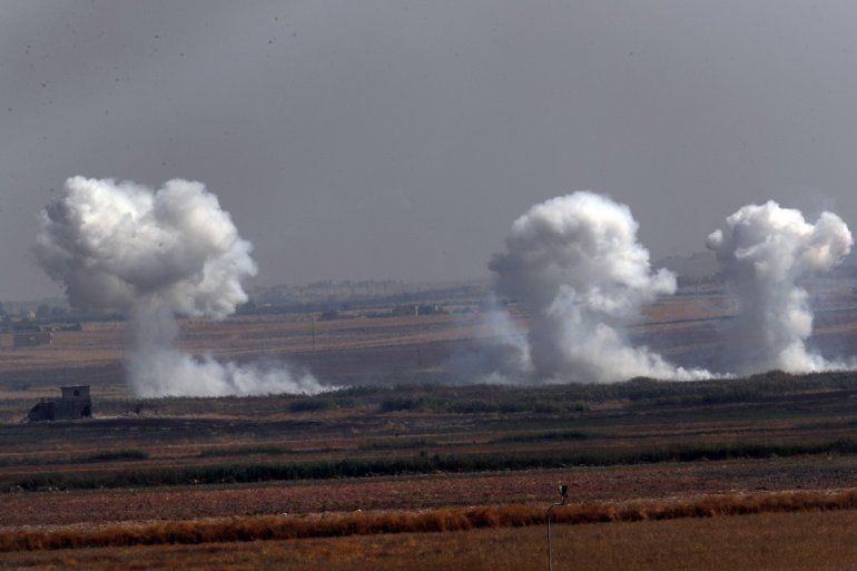 En esta imagen tomada desde el lado turco de la frontera entre Turquía y Siria en Akcakale