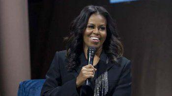 En esta foto del 17 de noviembre del 2018, former la ex primera dama estadounidense Michelle Obama presenta su anticipado libro de memorias Becoming en Washington.