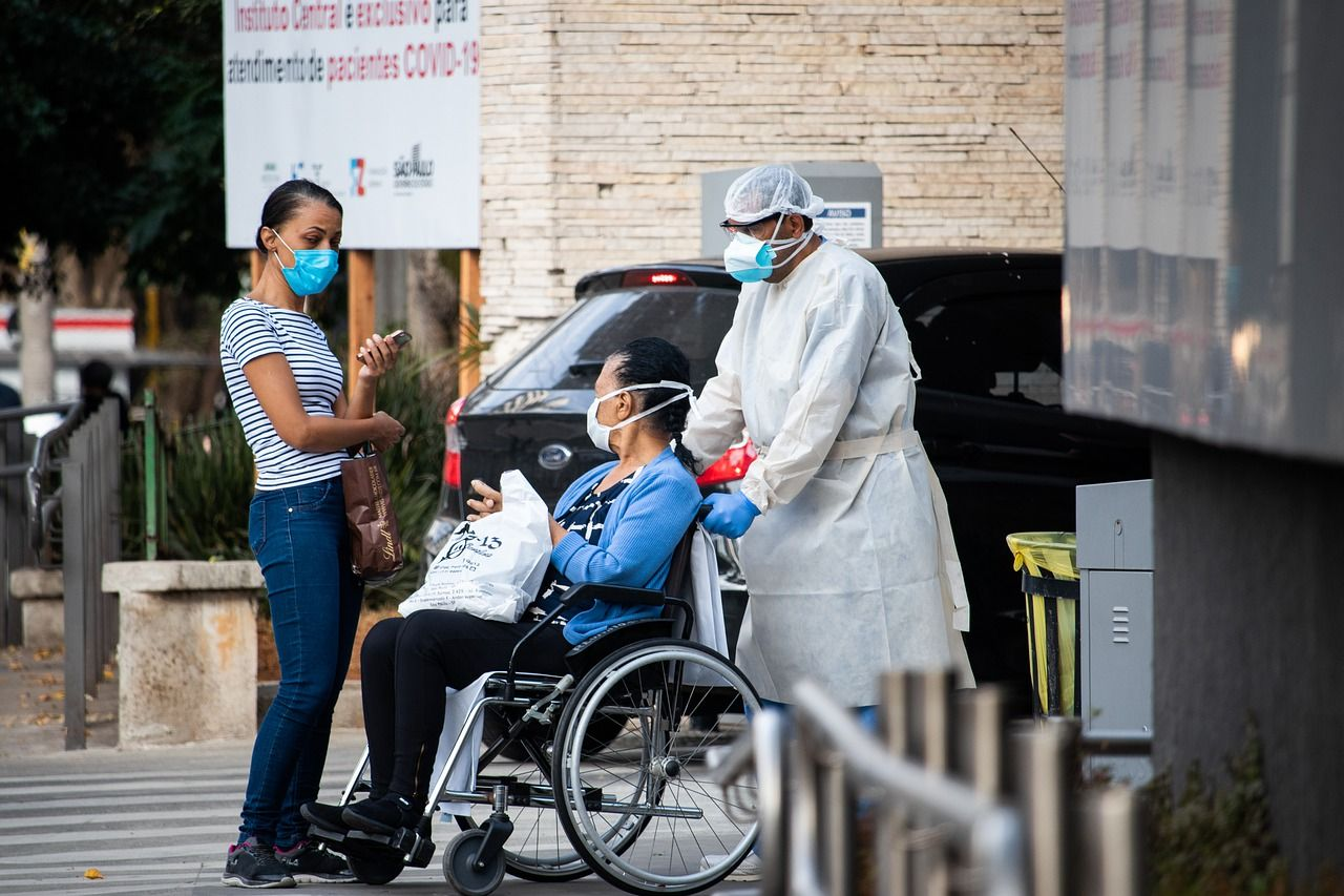 COVID-19 habría matado entre 80.000 y 180.000 trabajadores sanitarios