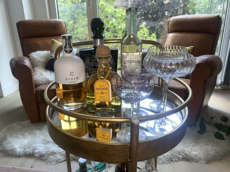 Mesita con una variedad de tequilas fotografiada en Londres el 9 de junio del 2021. Considerada hasta hace poco una bebida para emborracharse