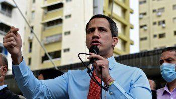 El líder opositor y presidente encargado de Venezuela, Juan Guaidó, durante una rueda de prensa en la que anunció el lanzamiento de una consulta popular virtual para ignorar las últimas elecciones legislativas en Caracas, el 7 de diciembre de 2020.