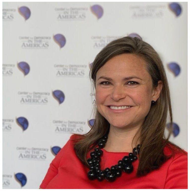 Emily Mendrala, directora del Center for Democracy in the American.