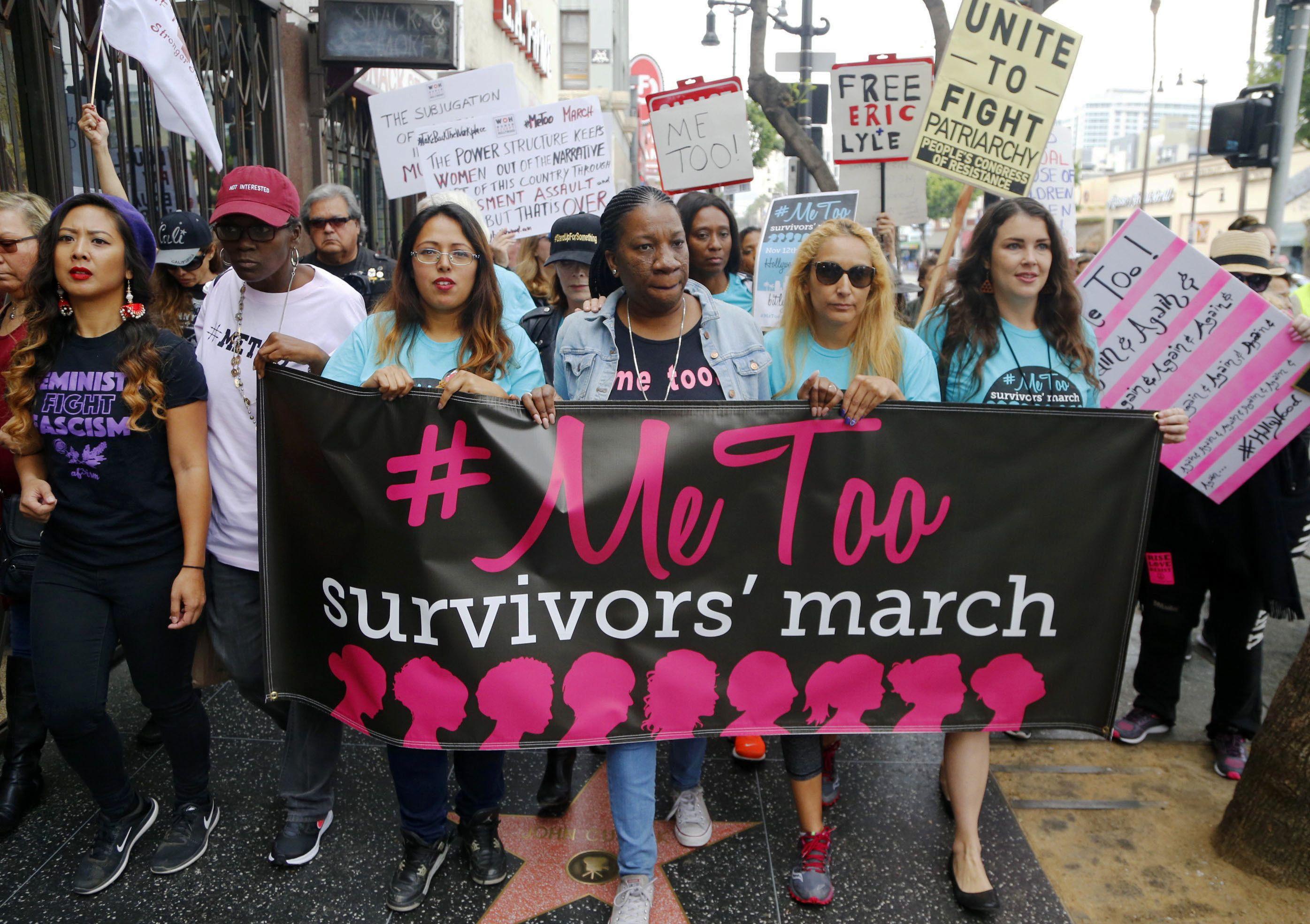 Marcha de apoyo al movimiento #MeToo del 1 de noviembre del 2017 en Los Angeles. En los cuatro años que pasaron desde su nacimiento, el movimiento ha ayudado a muchas mujeres a denunciar los acosos sexuales a los que fueron víctimas.