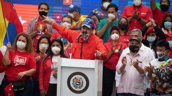 El presidente de Venezuela, Nicolás Maduro, habla a sus partidarios durante un mitin de campaña de clausura para las próximas elecciones a la Asamblea Nacional en Caracas, Venezuela, el jueves 3 de diciembre de 2020.