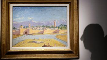 """La pintura """"Tower of the Koutoubia Mosque"""" (Torre de la mezquita Kutubía) de óleo sobre lienzo de Sir Winston Churchill Painted creada en enero de 1943 es presentada en casa de subastas Christies en Londres, el viernes 29 de enero de 2021."""