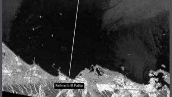 Vista parcial de la magnitud del derrame de petróleo en las inmediaciones de la refinería El Palito, en el estado de Carabobo, en Venezuela, según una imagen del satélite TerraSAR-X.