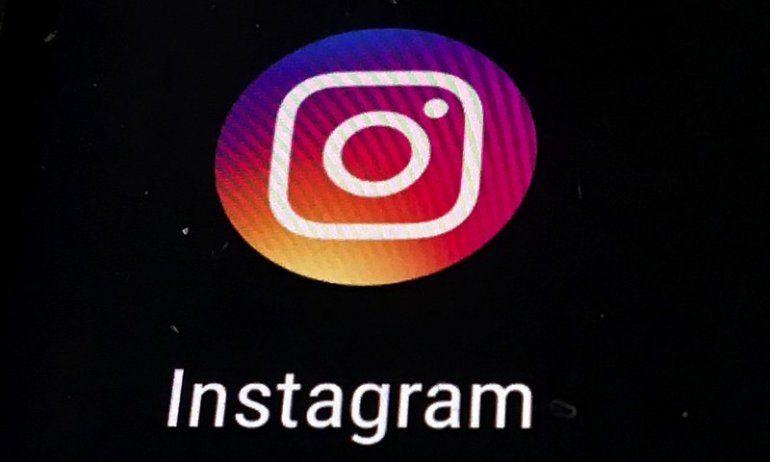 Instagram y Twitter las cuentas de los sellos discográficos y de personas comunes se llenaron de cuadros negros por las muertes de George Floyd