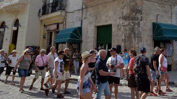 Entre los que intentan escapar de la prohibición cubana de acumulación de riquezas podrían estar aquellos que se dedican a la renta de habitaciones y a la gastronomía, que se benefician del incremento del turismo en la isla.