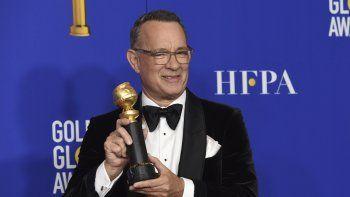 Tom Hanks, homenajeado con el Premio Cecil B. deMille a la trayectoria, posa en la sala de prensa durante la ceremonia del Globo de Oro el domingo cinco de enero del 2020 en Beverly Hills, California.