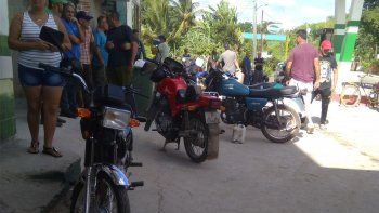 La escasez de combustible se ha convertido en una situación constante en Cuba, largas filas de dueños de autos se observan en las gasolineras a la espera de la llegada de la pipa (camiones) de combustible.