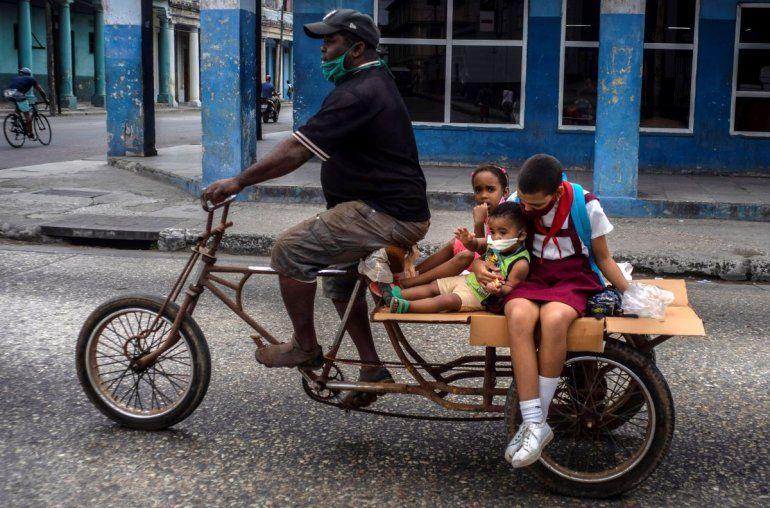A punto de irse, Trump aplica nueva sanción contra Cuba