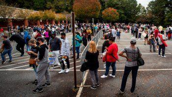 Cientos hacen fila para votar en Marietta, Georgia, 12 de octubre de 2020. Georgia ha batido un récord del número de personas que votan anticipadamente.