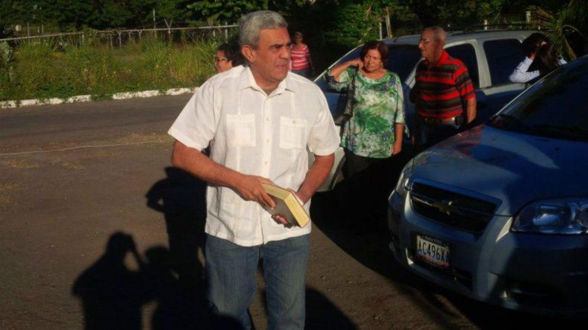 Baduel estuvo en libertad condicional desde mediados de 2015, pero el 12 de enero de 2017 fue detenido por las autoridades venezolanas tras revocársele una medida sustitutiva de libertad.