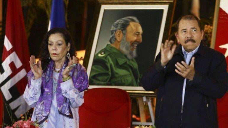 El régimen de Daniel Ortega y Rosario Murillo mantiene coartadas las libertades de movilización y expresión en Nicaragua. La dictadura sandinista se mantiene en el poder con el apoyo de la Policía y el Ejército.