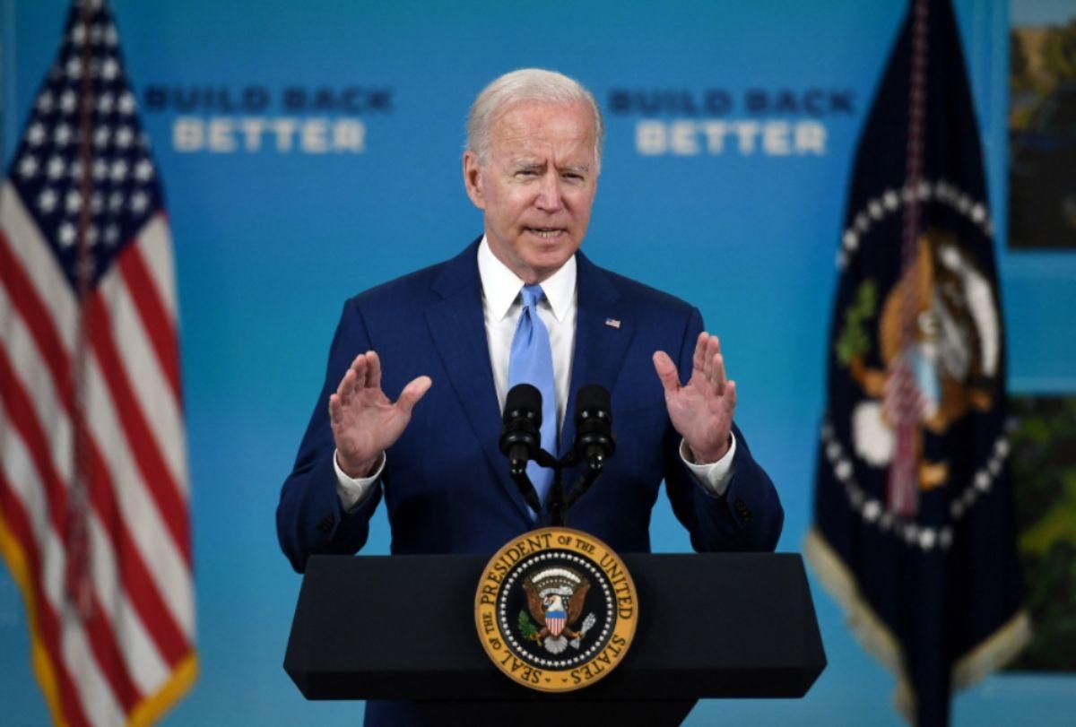 El presidente de los Estados Unidos, Joe Biden, habla en Auditorio de South Court en la Casa Blanca en Washington, DC,