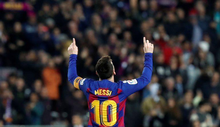 El argentino Lionel Messi festeja después de anotar el segundo gol del Barcelona en el partido por La Liga española frente al Barcelona