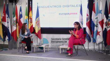 La secretaria general iberoamericana, Rebeca Grynspan (d), acompañada de la directora de Desarrollo de Negocio de Europa Press, Candelas Martín de Cabiedes (i), interviene durante un encuentro digital de Europa Press, en la sede de la Secretaría General Iberoamericana, en Madrid (España), a 25 de marzo de 2021.