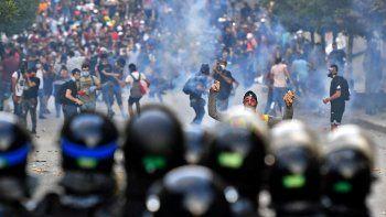 Los libaneses exigen la renuncia de la clase política. Todos quiere decir todos, gritaban los manifestantes que desconfían de la clase política.