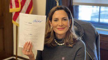 La congresista María Elvira Salazar presenta proyecto de ley para impedir que el régimen castrista se retire de lista de países patrocinadores del terrorismo