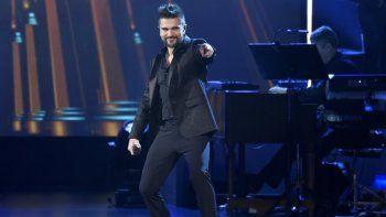 Juanes canta Quisiera Ser en el homenaje a la Persona del Año de la Academia Latina de la Grabación en honor a Alejandro Sanz el 15 de noviembre de 2017, en Las Vegas.