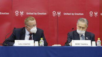 John Coates, presidente de la comisión de coordinación de los Juegos Olímpicos de Tokio 2020, y Yoshiro Mori, presidente del comité organizador, durante en conferencia de prensa el miércoles 18 de noviembre del 2020 en Tokio