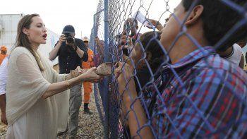 La enviada especial de Acnur, Angelina Jolie, se reúne con migrantes venezolanos en un campamento administrado por la ONU en Maicao, Colombia, en la frontera con Venezuela, el 8 de junio de 2019. Jolie dijo al semanario alemán Welt am Sonntag, el domingo 5 de septiembre de 2021, que le preocupa la situación de las mujeres y niñas en Afganistán.