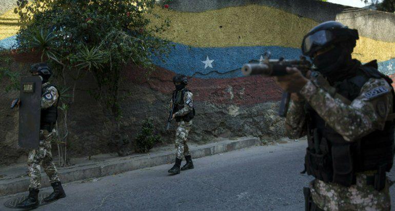 Miembros de la Fuerza de Acción de la Policía Nacional