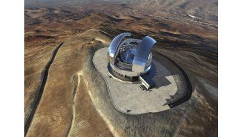 Fotografía facilitada por el Observatorio Europeo Austral que muestra una imagen renderizada del European Extremely Large Telescope (E-ELT), el telescopio más poderoso del mundo. (EFE)
