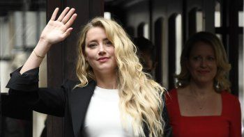 Amber Heard llega a High Court, en Londres, el lunes 27 de julio de 2020. El actor de Hollywood Johnny Depp demandó a News Group Newspapers por una historia sobre su exesposa Amber Heard, publicada en The Sun en 2018.