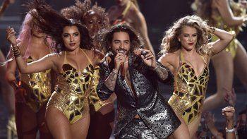Maluma actúa en la ceremonia de los Premios MTV a los Videos Musicales el 20 de agosto de 2018 en Nueva York. La canción Hawái se ubica entre las más populares de la semana.