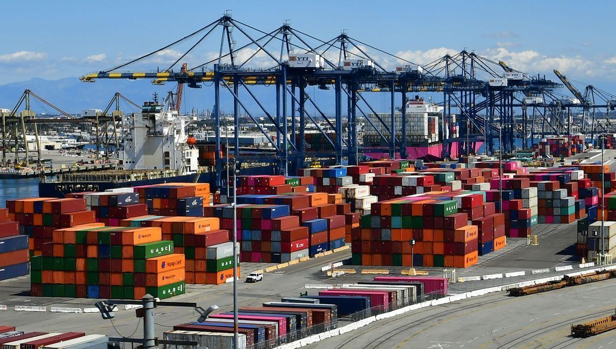 Decenas de contenedores en un puerto de embarque en EEUU.