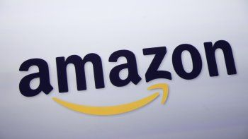 En esta fotografía de archivo del 28 de septiembre de 2011, se muestra el logotipo de Amazon en una conferencia de prensa en Nueva York. Amazon Prime ofrece regalos virtuales dedicados a las madres.