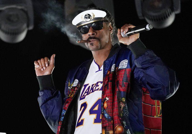 Snoop Dogg actúa como DJ Snoopadelic durante la serie Concerts In Your Car el 2 de octubre de 2020 en Ventura