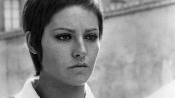 En esta foto de archivo tomada el 4 de agosto de 1969, la actriz francesa Nathalie Delon posa durante una sesión de fotos. Nathalie Delon ha fallecido a los 79 años, anunció su hijo el 21 de enero de 2021.