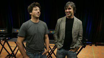 Los cofundadores de Google Sergey Brin, izquierda, y Larry Page hablando sobre el nuevo navegador de Google Chrome en conferencia de prensa en la sede de Google Inc.