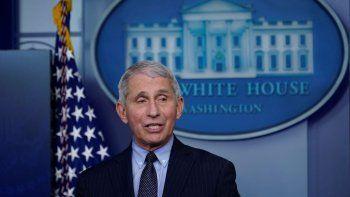 El doctor Anthony Fauci, el máximo experto en enfermedades infecciosas de EEUU, habla con reporteros en la Sala de Prensa James Brady de la Casa Blanca, en Washington.